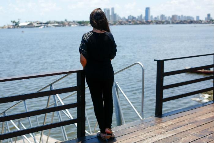 Ao lado dos edifícios Píer Maurício de Nassau e Píer Duarte Coelho, a ponte-cais construída pelo condomínio é pública. Foto: Léo Malafaia/Esp.DP.