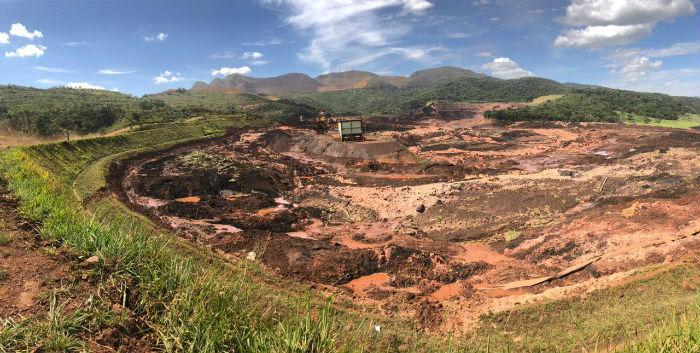 Na manhã deste domingo, 17º dia de buscas por vítimas, os trabalhos foram retomados. Foto: Agência Brasil.