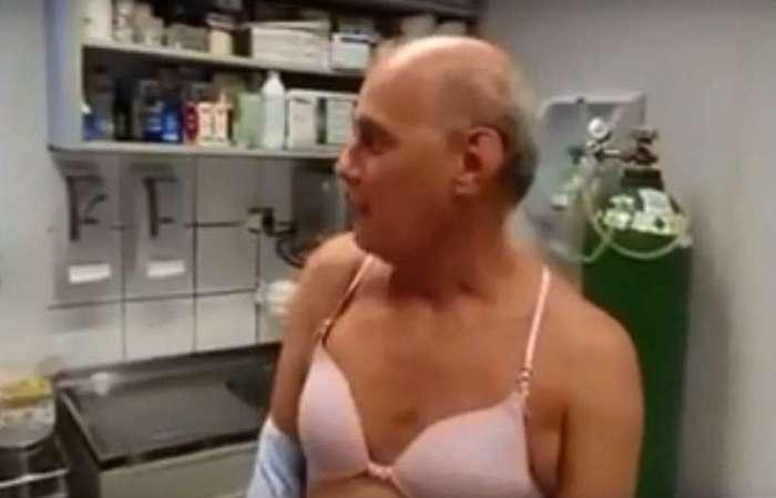 Em reportagem sobre vacinação contra a gripe, o jornalista surpreendeu ao aparecer de sutiã - Foto: Reprodução/TV Band