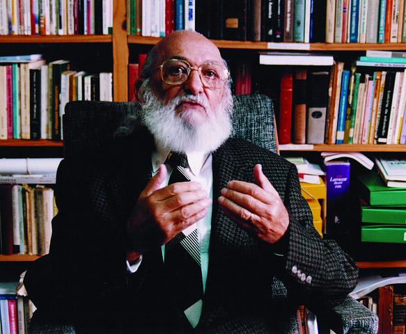 A emissora vai funcionar como rádio-escola, balizada pelas ideias do seu fundador Paulo Freire, patrono da educação brasileira. Foto: Acervo Paulo Freire/Divulgação.