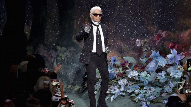 O estilista era visionário e provocativo. Seu nome é associado à reinvenção da grife Chanel. Foto: Reprodução da internet