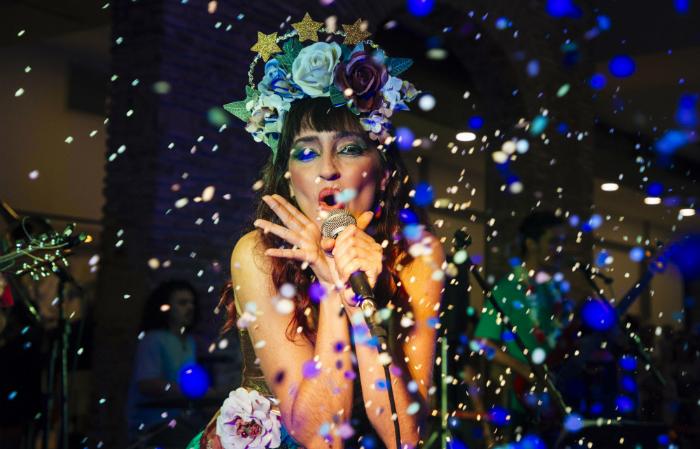 Lulu Araújo é arte educadora e se apresenta durante a folia de Momo desde 1996. Foto: Lana Pinho/Divulgação