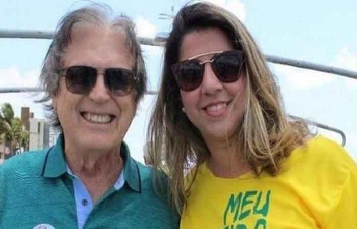 Mariana Nunes ao lado do presidente nacional do PSL, deputado Luciano Bivar (PSL-PE) (Foto: Reprodução)