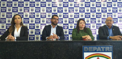 Delegado Edmilson Batista, no meio, deu detalhes da operação. Foto: divulgação/Polícia Civil