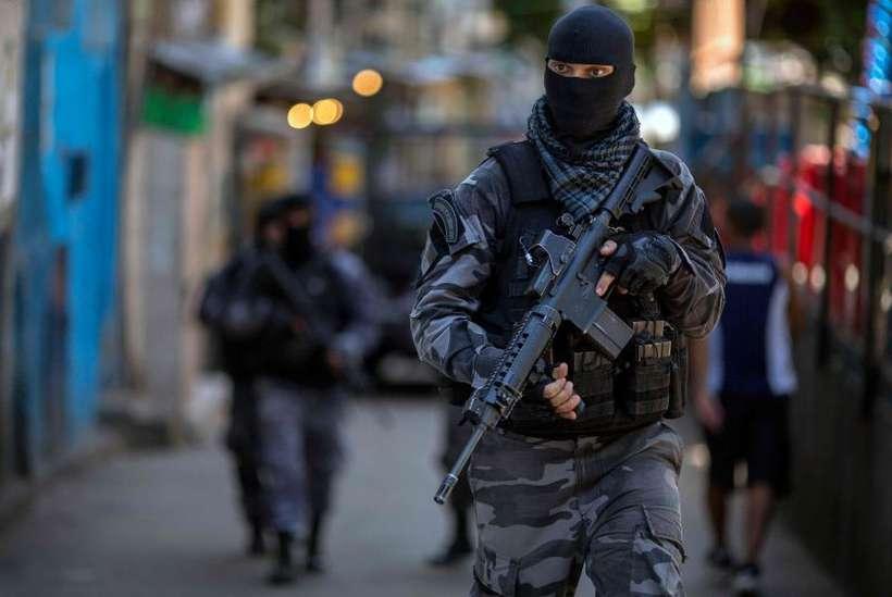 Regra que dá mais garantias a policiais de não serem punidos em caso de confronto é criticada por entidades que defendem os direitos humanos. Foto: Mauor PImental/AFP