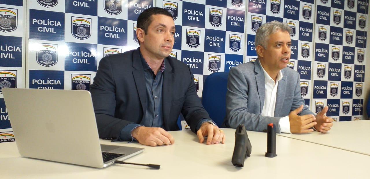 Delegado Carlos Couto - 4° DPH - e o delegado Jean Rockfeller - Diretor da Diresp; Foto: Divulgação Polícia Civil