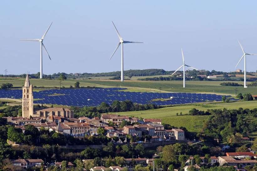 Captação de energia eólica na França, um dos países que mais lançam CO2: acordo firmado em 2015 prevê aumento da temperatura em até 2ºC. Foto: Remy Gabalda/AFP