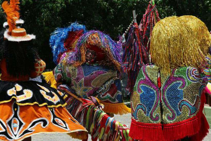 Apresentação de Maracatu em Nazaré da Mata, na Mata Norte de Pernambuco. Foto: Guga Matos/SeturPE
