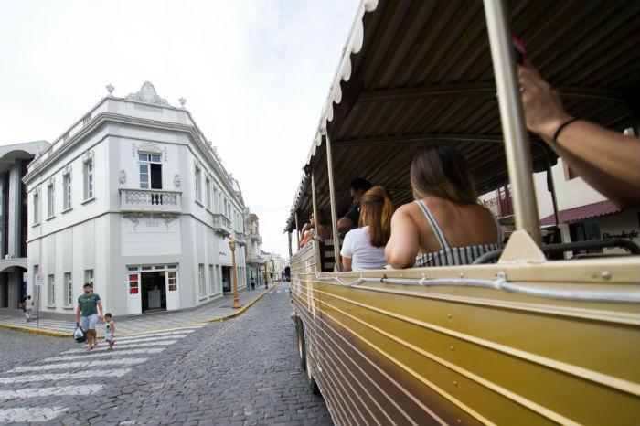 Em Garibaldi, a dica é conhecer a cidade de tim-tim. Foto: Júlio Soares/cortesia Ibravin/Sebrae