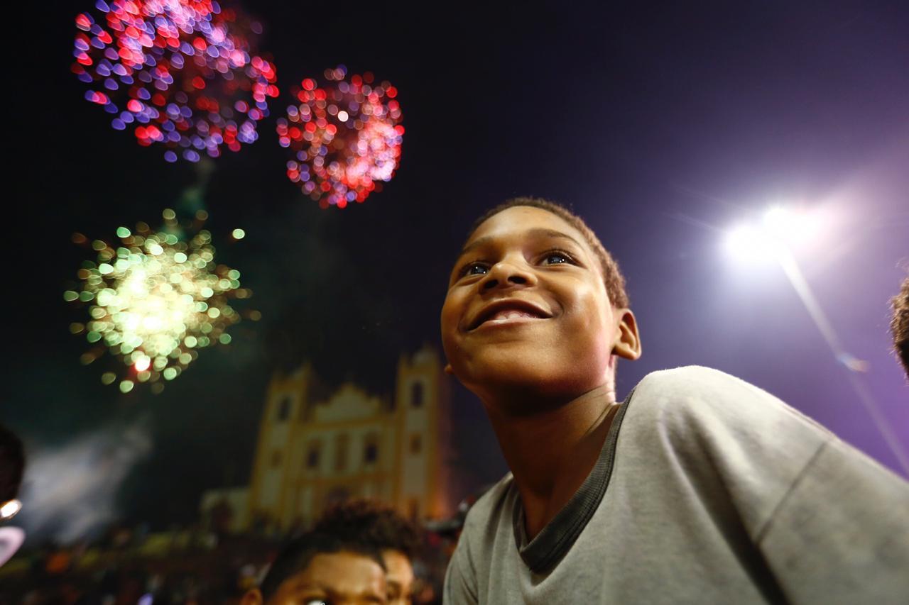Queima de fogos marcou o auge da celebração, por volta das 19h15. Foto: Paulo Paiva/DP.