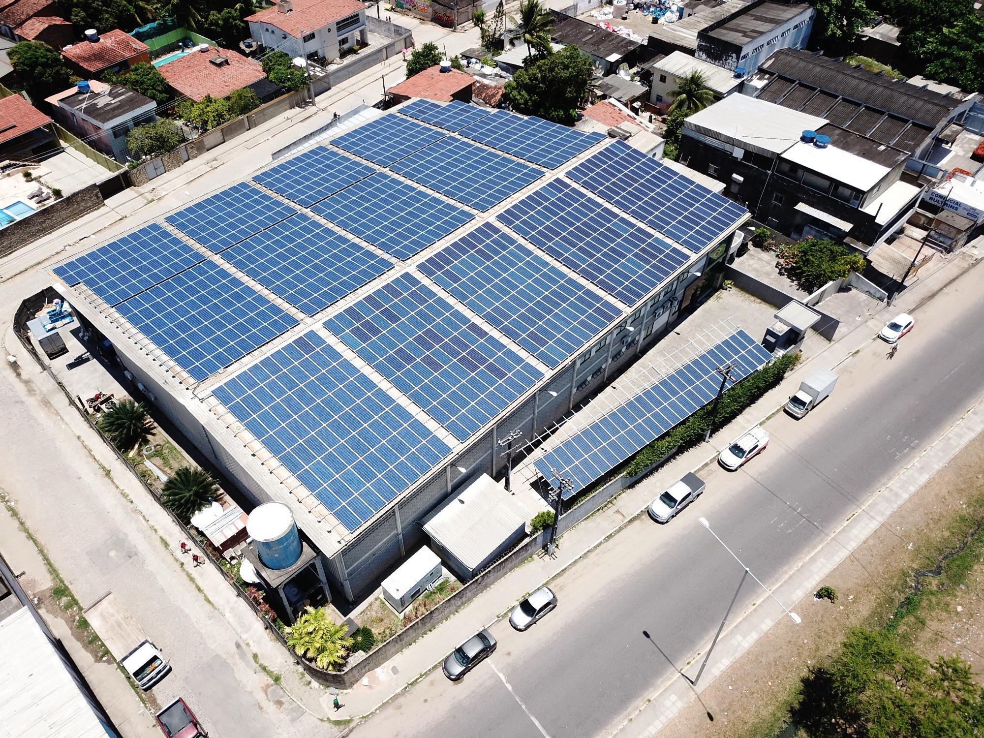 Maior painel solar entregue pela empresa conta com potência instalada de 334,75 watt-pico. Foto: Ironildo Machado/Insole/Divulgação.