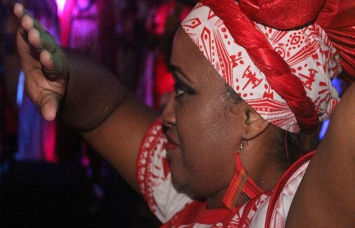 Bailarina do Afoxé Alafin Oyó. Foto: Samuel Calado/DP