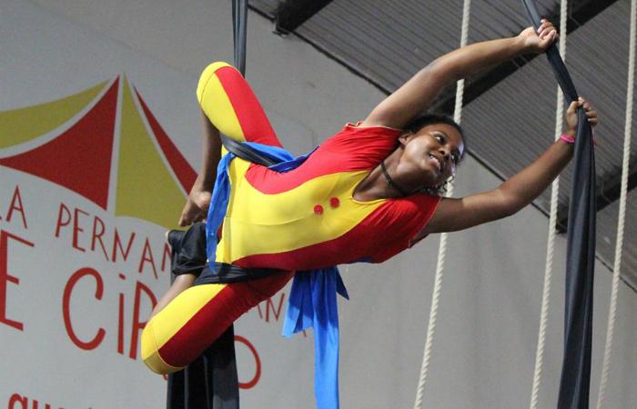 Larissa Beatriz, 14, ingressou nas aulas circenses anos 6 anos para superar a timidez. Foto: EPC/Divulgação