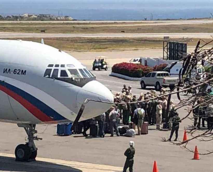 Dois aviões das Forças Armadas da Rússia aterrissaram no último sábado no aeroporto de Maiquetía, em Caracas, capital da Venezuela, transportando militares e equipamentos. Foto: Twitter / Reprodução
