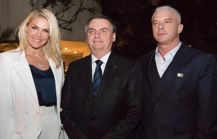 A apresentadora postou uma foto com o presidente Jair Bolsonaro e foi criticada por seguidores. Foto: Reprodução/Instagram/ Moreira Filmes