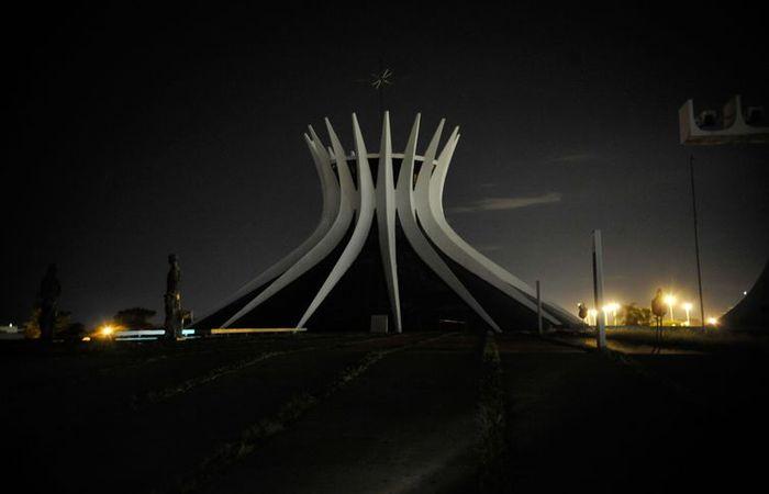 A Catedral de Brasília é um dos monumentos brasileiros que ficam às escuras na Hora do PlanetA. Foto: Elza Fiúza/Arquivo/Agência Brasil (A Catedral de Brasília é um dos monumentos brasileiros que ficam às escuras na Hora do PlanetA. Foto: Elza Fiúza/Arquivo/Agência Brasil)