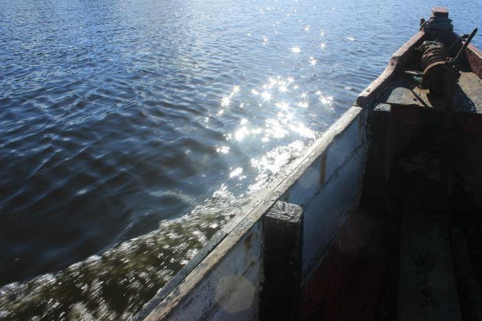 Do Rio Timbó, moradores retiram o alimento diário. Foto: Sandro Barros
