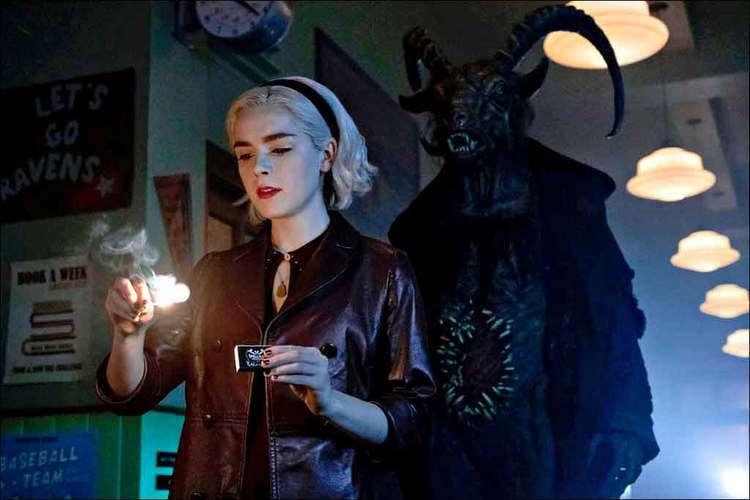 Na segunda temporada da série, Sabrina (Kiernan Shipka) se depara com o lado obscuro da feitiçaria. Foto: Jeff Weddell/divulgação