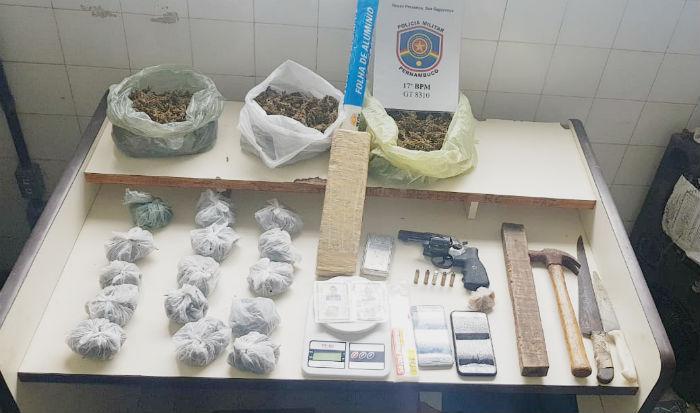 Material apreendido com a dupla. Foto: Polícia Militar / Divulgação