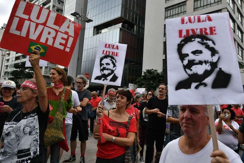 Manifestantes a favor da liberdade do petista no domingo passado. Foto: Nelson Almeida/AFP