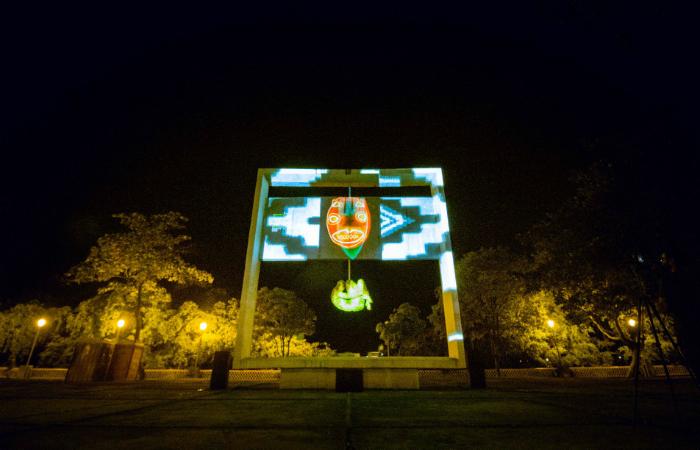 Projeção no monumento Tortura Nunca Mais, durante o evento Urbe-se. Foto: Ingrid Abreu/Divulgação