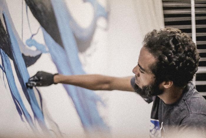 O artista expõe 17 obras de traços livres hoje na mostra Meditação: Narrativas do Inconsciente - Foto: Lívia Neves/Divulgação