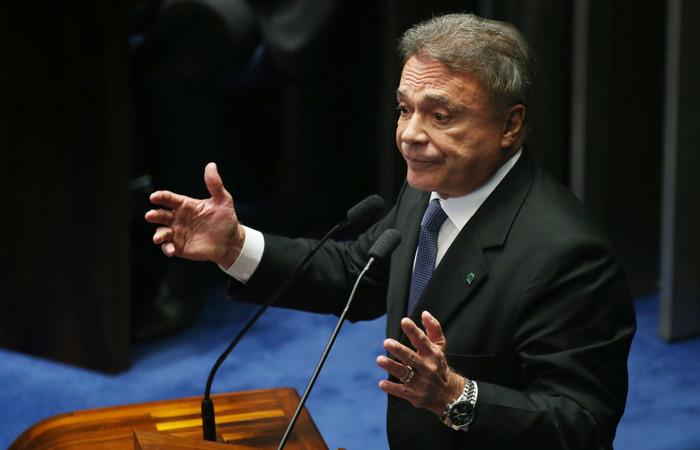 Em 1980, o senador Álvaro Dias elaborou uma emenda que acabou por gerar a aposentadoria diferenciada para os professores. Foto: Fábio Rodrigues Pozzebom/Agência Brasil (Foto: Fábio Rodrigues Pozzebom/Agência Brasil)