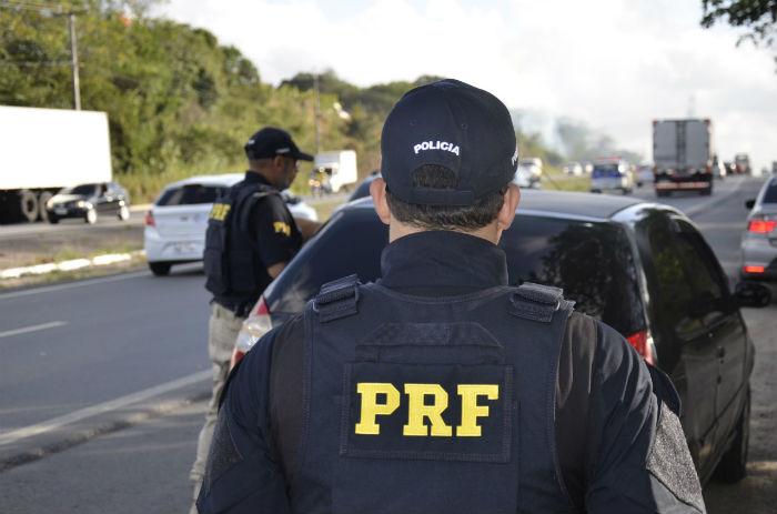 A estimativa é de que haja um aumento no tráfego de veículos de cerca de 50% no feriadão. Foto: PRF/Divulgação.