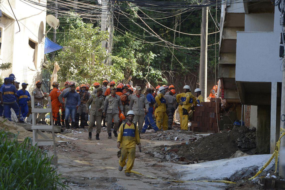 Mais um corpo foi encontrado hoje nos escombros dos edifícios. Foto: Tânia Rêgo/Agência Brasil
