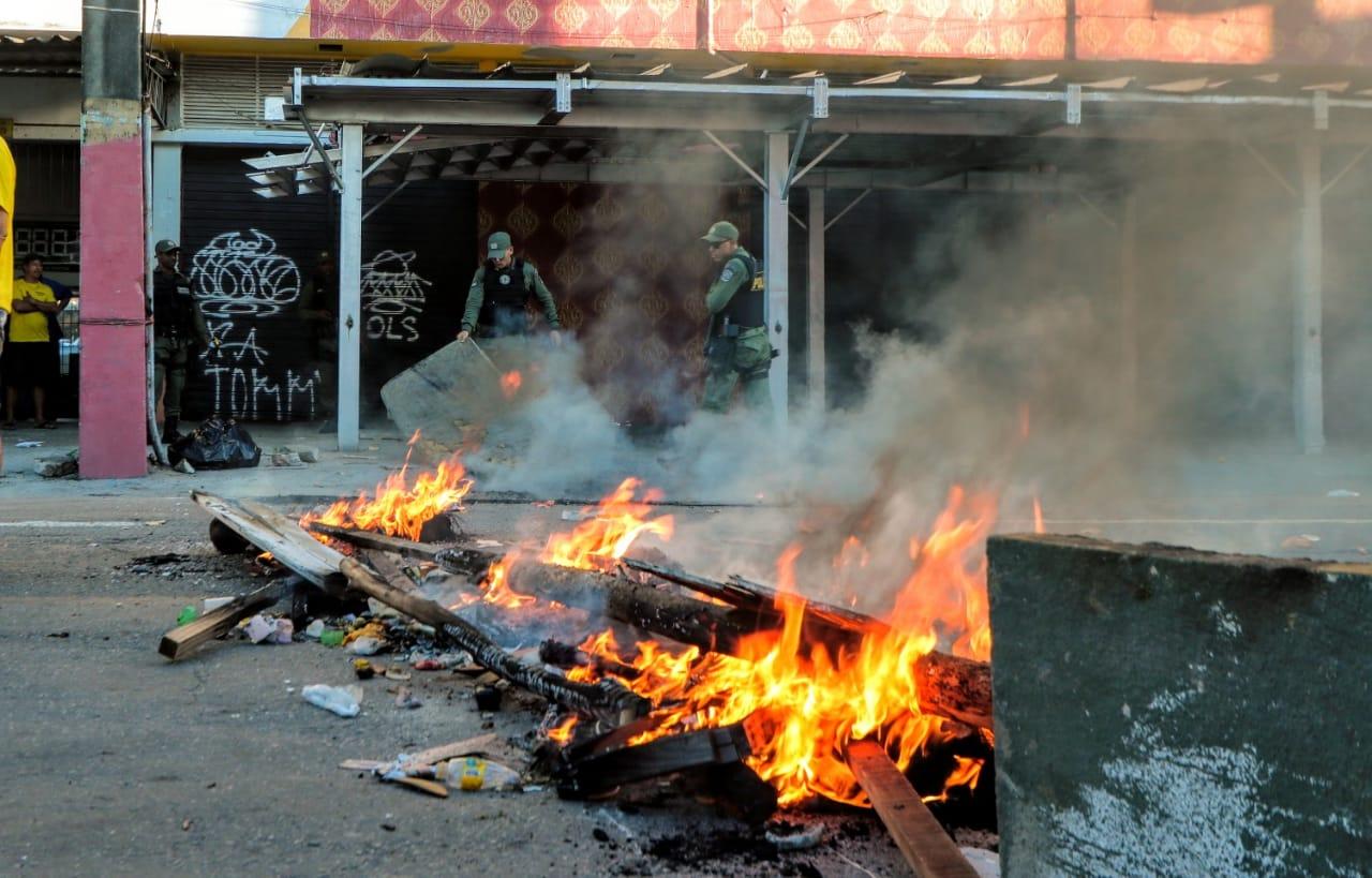 Moradores reclamam de fossa estourada há vários dias. Foto: Tarciso Augusto / Esp. DP Foto