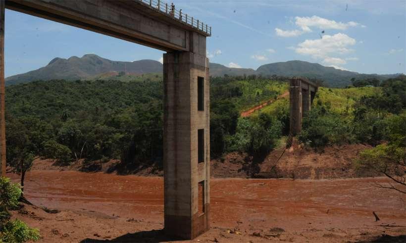Policiais apreenderam documentos, mídias e outros elementos para ajudar na apuração do rompimento da barragem da Vale em janeiro. Foto: Túlio Santos/EM/D.A Press - 31/01/2019