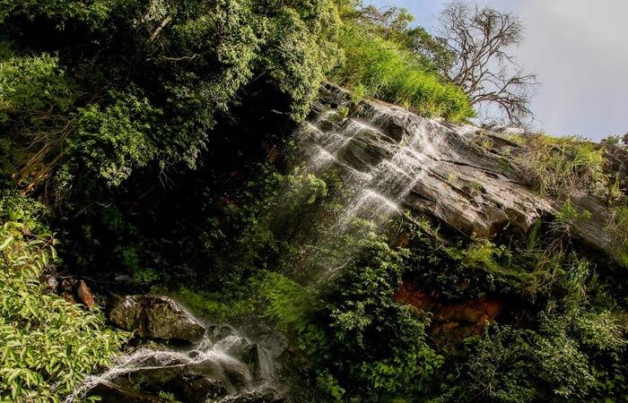 A terceira e mais alta queda mede aproximadamente 68 metros de altura. Foto: Chico Andrade/SeturPE