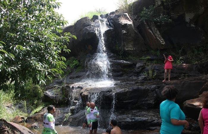 É possível se banhar na segunda cachoeira, que tem oito metros de altura. Foto: Chico Andrade/SeturPE
