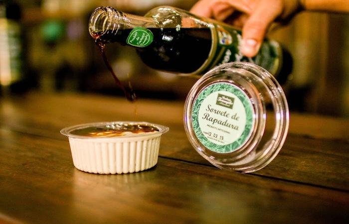 O engenho produz também um sorvete de cana de açúcar. Foto: Chico Andrade/SeturPE