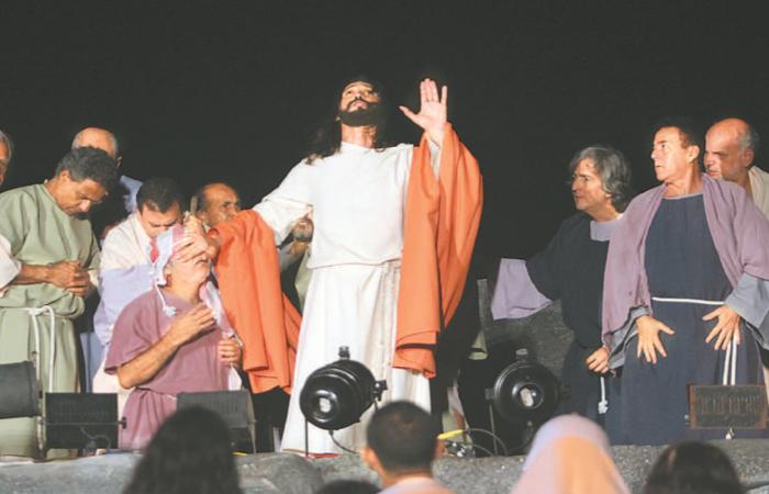 O potiguar Hemerson Moura assumiu, desde o ano passado, o papel de Jesus no espetáculo da família de Pimentel. Foto: Nando Chiappetta/DP
