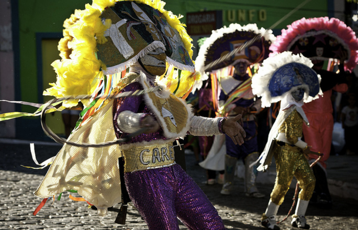 Personagens durante as festividades carnavalescas. Foto: Eric Gomes/Divulgação
