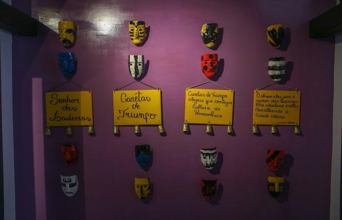 Acervo com máscaras dos personagens. Foto: Chico Andrade/SeturPE