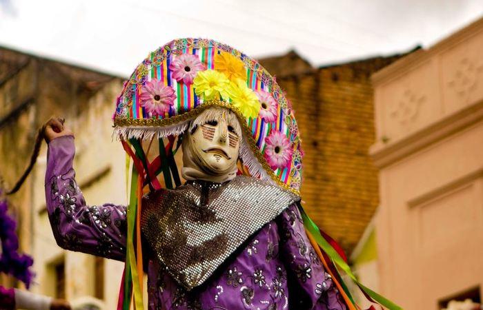 Caretas durante o carnaval. Foto: Ricardo Moura/Divulgação