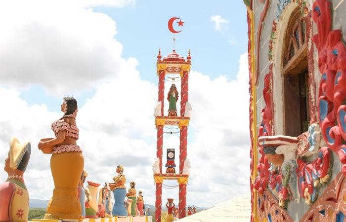 A parte de trás do castelo homenageia a cavalhada, bastante importante na cidade. Foto: Chico Andrade/SeturPE