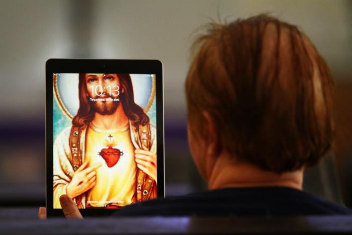 Meios digitais são usados para aproximar igreja dos fiéis. Foto: Peu Ricardo/DP.