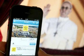 Twitter do papa Francisco tem versões em vários idiomas. Foto: Lionel Bonaventure/AFP.