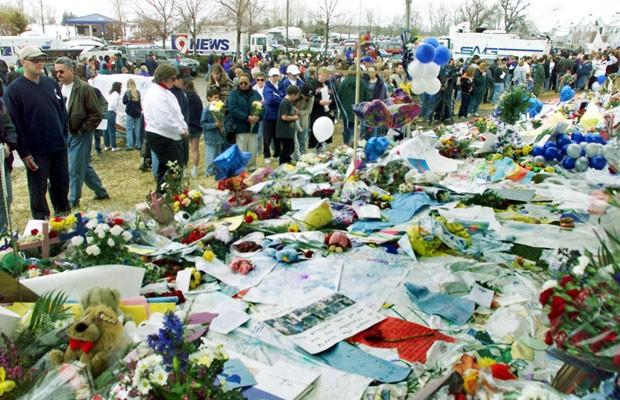 Memorial para as vítimas do massacre, em 199. Foto: Mark Leffingwell/AFP