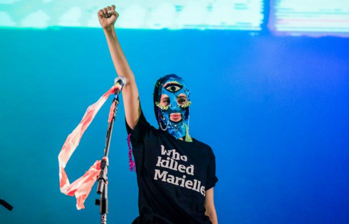 """Nadya Tolokonnikova vestiu camiseta com estampa """"Quem matou Marielle?"""". Foto: Pei Fon/Divulgação"""