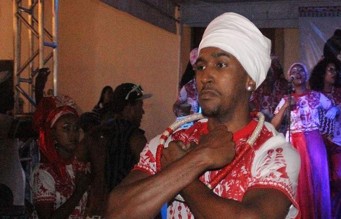 Bailarino do Afoxé Alafin Oyó, da comunidade do V8, em Olinda. Foto: Samuel Calado/DP