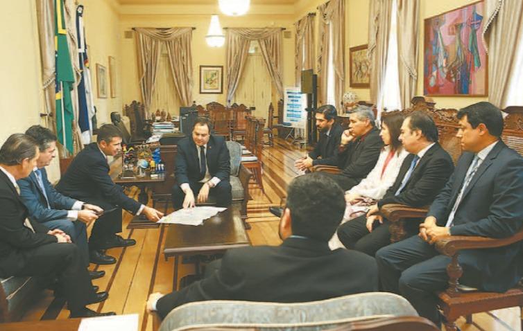 Governador Paulo Câmara fechou acordo ontem com sócios da Solatio Energia. Foto: Helia Scheppa/SEI