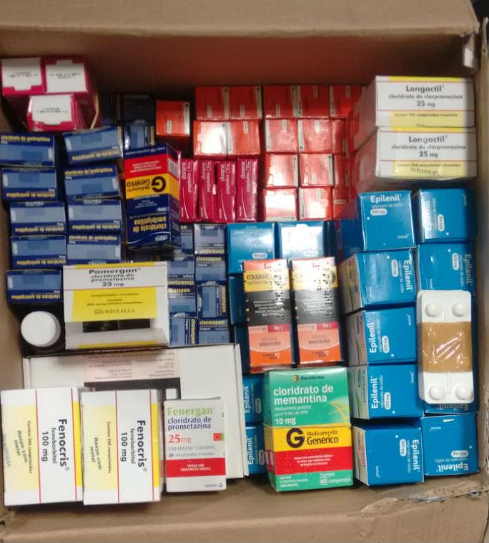 Caixas de medicamentos estavam armazenadas em um banheiro Crédito: Polícia Federal/Divulgação