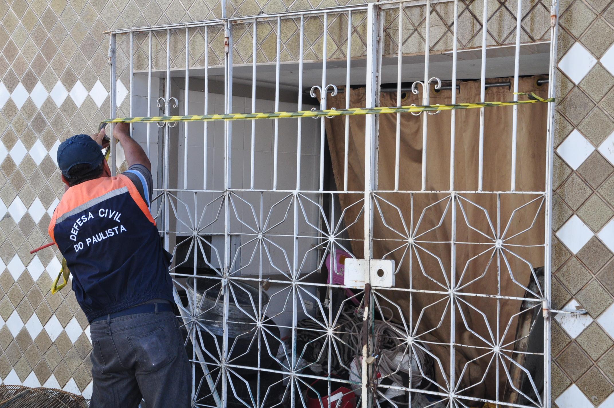 Técnicos da Defesa Civil de Paulista foram ao local e o imóvel foi isolado até que passe por vistoria. Credito: Divulgação/Prefeitura de Paulista