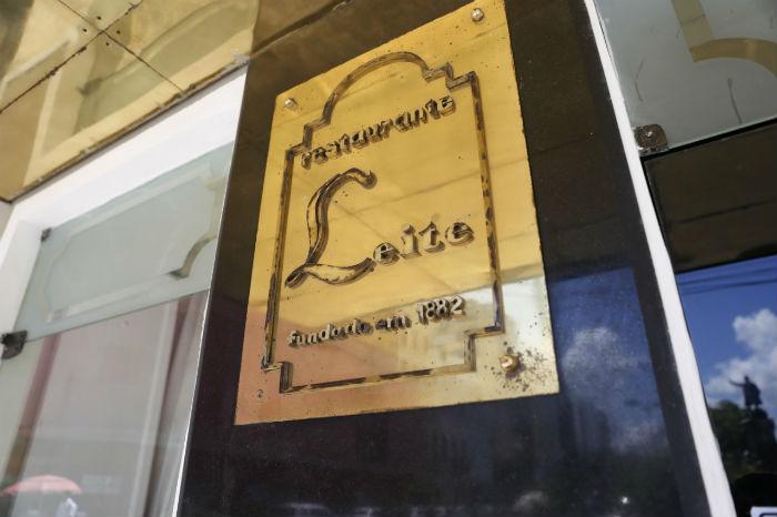 O restaurante, localizado na Praça Joaquim Nabuco, bairro de Santo Antônio, foi fundado em 1882. Foto: Leandro de Santana/Esp.DP.