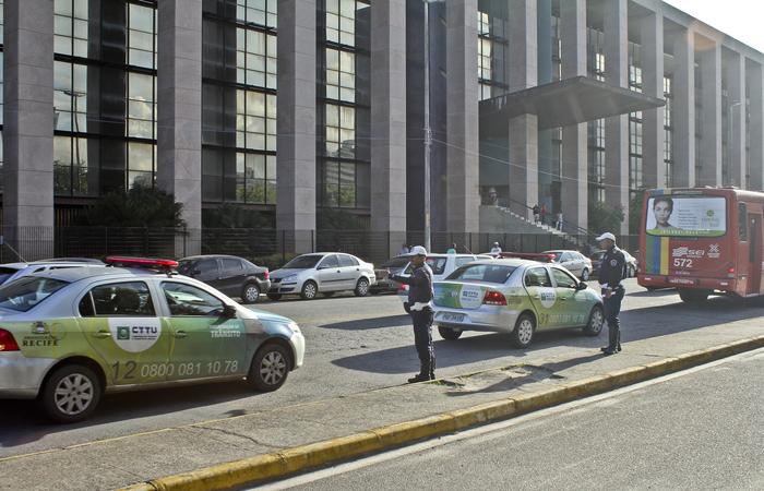 Audiência deveria ter acontecido no 2º Tribunal do Júri, Fórum Rodolfo Aureliano (Joana Bezerra). Foto: Arquivo / DP