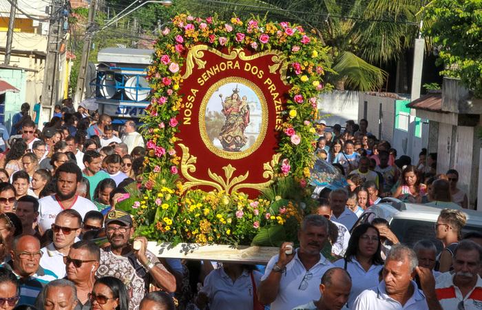 Procissão da bandeira marcou o início das homenagens. Foto:Chico Bezerra (PJG)